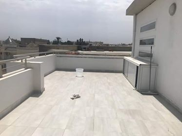 Madame (AD) : J'ai une grande terrasse que j'aimerai aménager